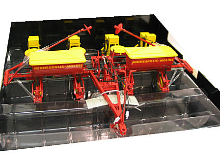 1:16  400  Planter Fertilizer