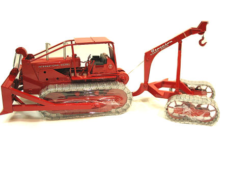 1:25 International TD -24 Crawler with Karry Dozer