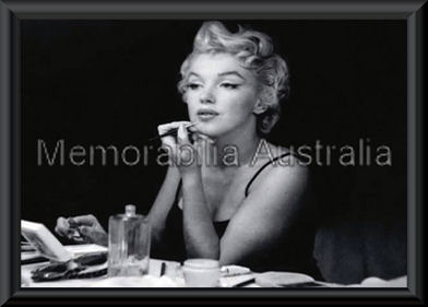 marilyn monroe mirror poster framed